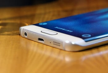 Comparisons between Galaxy S6 Edge and iPhone 6