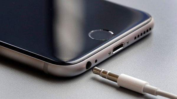 unplug iphone headphone