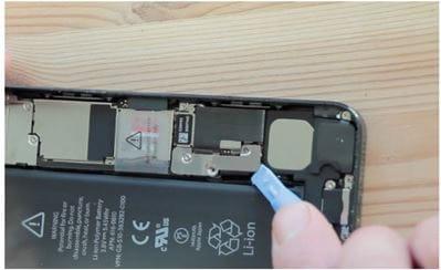 استبدال بطارية iphone - الخطوة 5