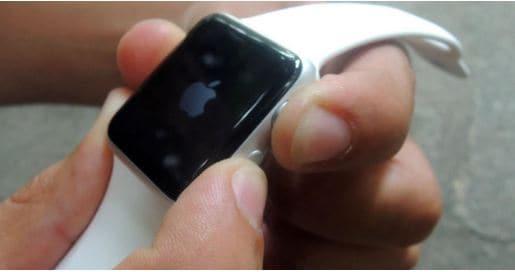 فرض إعادة التشغيل القسري لساعة apple
