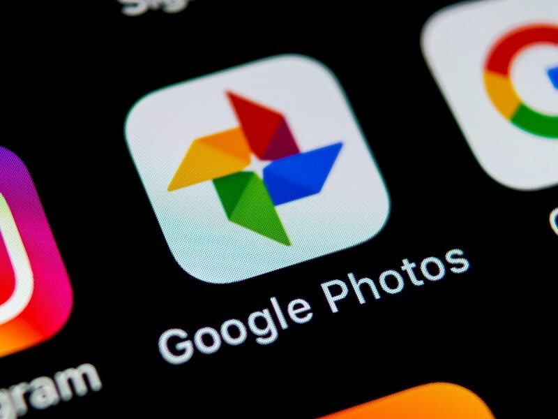showing google photos icon on mobile device