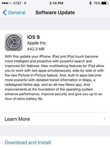 Update iOS om het probleem van te weinig ruimte op te lossen.