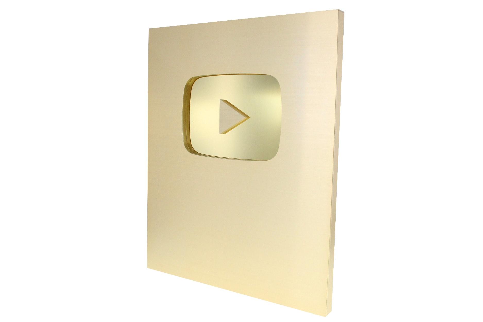 play-btn-awards-gold-level