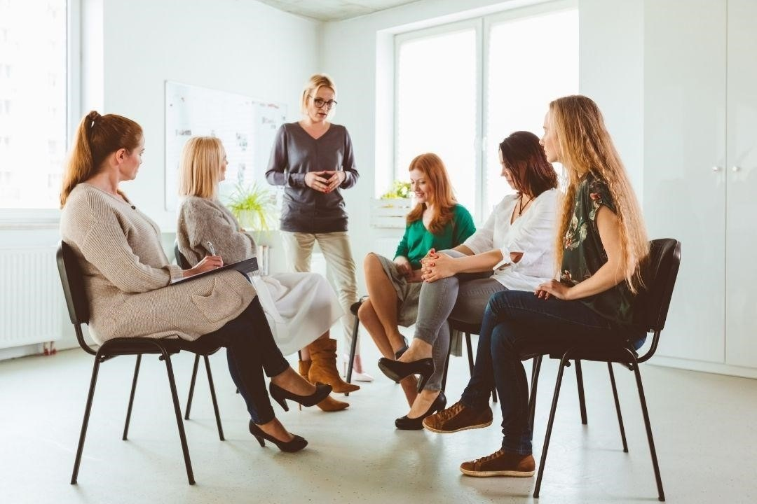 organize discussion sessions