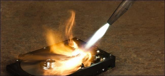 Zerstören Sie die externe Festplatte physisch