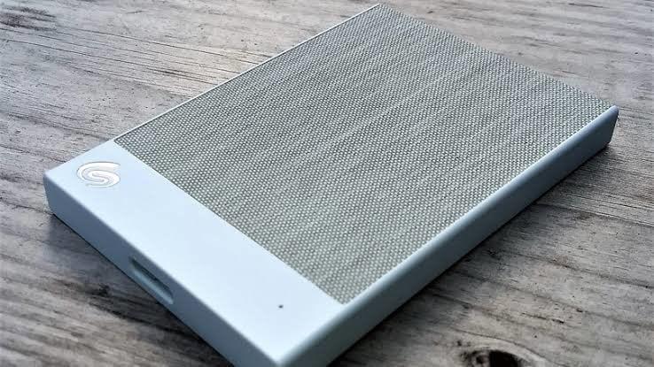 meilleur disque dur de secours seagate backup plus ultra touch